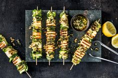 Zucchetti-Paneer-Spiessli - Rezepte | fooby.ch Cooking With Kids, Cooking Time, Vegetarian Skewers, Valeur Nutritive, Zucchini, Food Trends, Yummy Food, Delicious Recipes, Pasta Salad