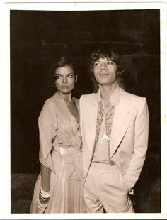 mick jagger and bianca jagger wedding Mick Jagger Young, Mick Jagger Wife, 70s Fashion, Vintage Fashion, Vintage 70s, Vintage Style, Mick Jagger Rolling Stones, Moves Like Jagger, Bianca Jagger
