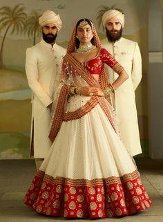 Gorgeous red and white Sabyasachi bridal lehenga. Sabyasachi Lehenga Bridal, Indian Bridal Lehenga, Indian Bridal Outfits, Indian Bridal Fashion, Indian Bridal Wear, Indian Fashion Dresses, Saree Fashion, Bollywood Saree, Bollywood Fashion
