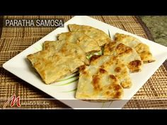 Paratha Samosa- Completes your breakfast: Here is the Paratha Samosa recipe. The detailed preparation method of delicious Paratha Samosa is mentioned here Indian Snacks, Indian Food Recipes, Vegetarian Recipes, Chinese Recipes, Indian Breads, Indian Foods, Indian Dishes, Breakfast Recipes, Snack Recipes
