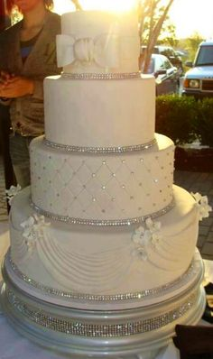 This cake is awesome!!  #KoschCatering #wedding #glam #sparkle #ChateauOnTheRiver #GlassHouse #SunsetTerrace #EDC