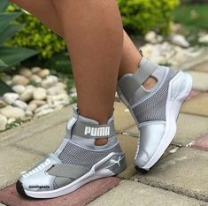 Incredible Tips: Ballerina Shoes Flats black shoes loafers.Balenciaga Shoes Chri… Incredible Tips: Ballerina Shoes Flats Black Shoes Moccasins. Black Flats Shoes, Pumas Shoes, Loafer Shoes, Women's Shoes, Casual Shoes, Shoe Boots, Fall Shoes, Tom Shoes, Pink Shoes