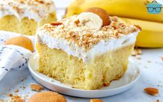 BEST BANANA PUDDING POKE CAKE (+Video) Best Banana Pudding Poke Cake is an easy original recipe made with cake mix poked with banana pudding, topped with Cool Whip and crushed Nilla Wafers! Pudding Cake Mix, Banana Pudding Poke Cake, Best Banana Pudding, Pineapple Pudding, Oreo Pudding, Poke Cakes, Instant Pudding Mix, Cake Videos, Country Cooking