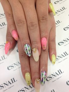 Love this different colored nail trend