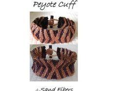 Peyote Pattern Catherine's Braid Cuff / Bracelet por SandFibers