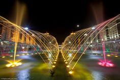 Fonte luminosa onde se fazem shows incríveis, em Astana no Cazaquistão.  Fotografia: The Planet D.