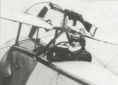 Montagem italiana de duas posições para um Nieuport 16.