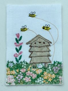 Bees and hive free motion machine appliqué. Freehand Machine Embroidery, Machine Embroidery Projects, Machine Embroidery Applique, Embroidery Cards, Free Motion Embroidery, Ribbon Embroidery, Embroidery Ideas, Fabric Cards, Quilting Designs