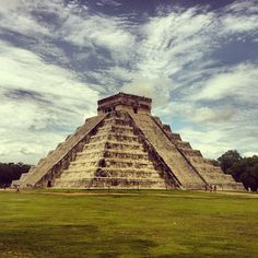 I first mistook this monument to be a pyramid. And realized that it is similar to it and not pyramid itself, Zona Arqueológica de Chichén Itzá Places To See, Places Ive Been, Chichen Itza Mexico, Mexico People, Mayan Ruins, South America, Around The Worlds, Tours, Travel
