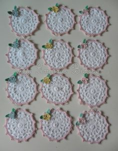 <3 Lindos Porta Copos delicados. Forma conjunto com o Suplat delicado floral. Quer saber mais detalhes? Vem na minha Lojinha aqui: http://recanto.loja2.com.br/