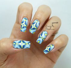 Aztec Print Nail Art | Stamp-paint method http://lucysstash.com/2014/09/aztec-print-nail-art-stamp-paint-method.html