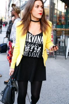 okay, I seriously love it when people combine yellow clothes and red lipstick. so schnazzy.