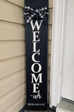 Funny Welcome Signs, Welcome Signs Front Door, Wooden Welcome Signs, Front Porch Signs, Diy Wood Signs, Welcome Boards, Barn Wood Signs, Porch Wood, Diy Porch