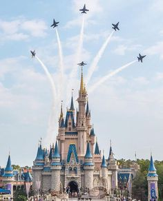 The US Navy Blue Angels Demonstration Team doing a flyby over Walt Disney World's Magic Kingdom in Orlando, FL ✈️ Disney Time, Cute Disney, Disney Magic, Disney Disney, Disney Stuff, Disney Parks, Walt Disney World, Disney World Castle, Disney World Magic Kingdom