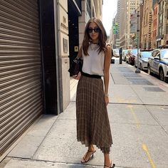 Casual Street Style Fashion, Urban Clothing at Lulus Skirt Outfits, Cute Outfits, Work Outfits, Trendy Summer Outfits, Ootd, Street Style, Blouse Outfit, Casual, Fashion Looks