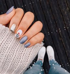 Nail art Flower Power inspiré par Olive and June Spring Nail Art, Spring Nails, Summer Nails, Round Nail Designs, Best Nail Art Designs, Nail Art Flowers Designs, Pretty Nails, Fun Nails, Short Round Nails