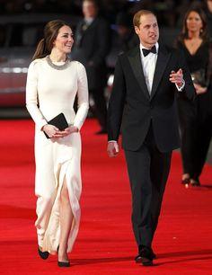 Pin for Later: Les Robes les Plus Glamour Portées Par Kate Middleton  Portant une tenue signée Roland Mouret à l'avant première de Mandela: Long Walk to Freedom en Décembre 2013.