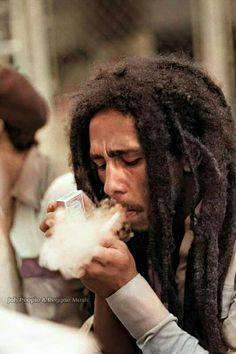 Bob Marley Legend, Bob Marley Pictures, Marley Family, Feather Tattoo Design, Reggae Music, Dreads, First Love, Best Friends, Poster