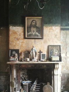 Mantlepiece shrine ... I'm bonkers over this!