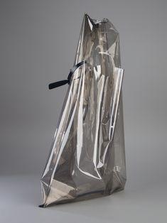 "Trendy Handbags and Purses : Picture Description showstudio: "" – Jil Sander transparent shopper "" Transparent Bag, Trendy Handbags, Clear Bags, Fabric Bags, Minimal Fashion, Fashion Bags, Net Fashion, Jil Sander, Metallica"