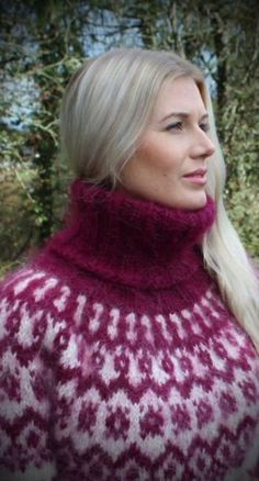 Lover of angora and mohair worn by women . Thick Sweaters, Cable Knit Sweaters, Sweaters For Women, Turtleneck Outfit, Sweater Outfits, Fur Fashion, Sweater Fashion, Gros Pull Mohair, Norwegian Knitting