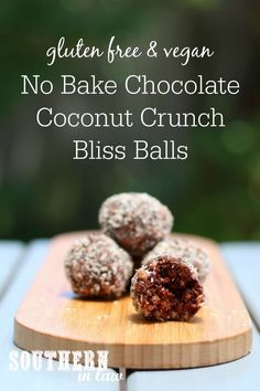No Bake Chocolate Coconut Crunch Bliss Balls Recipe - gluten free vegan sugar free clean eating recipe nut free dairy free egg free lunchbox snacks energy bites raw balls Sugar Free Snacks, Sugar Free Baking, Gluten Free Snacks, Sugar Free Recipes, Sugar Free Deserts, Gluten Free Deserts, Raw Recipes, Blender Recipes, Clean Eating Recipes