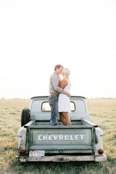 Country e-sesh: http://www.stylemepretty.com/little-black-book-blog/2015/01/19/texas-family-ranch-engagement-session/ | Photography: Feather & Twine - http://featherandtwinephotography.com/
