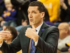 Car stuck in snow? Northern Iowa coach Jacobson can help