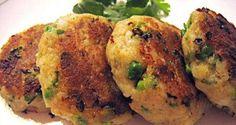 Cucina indiana: Aloo Tikki  (polpette di patate)  6/8 patate medie 1/2 tazza di piselli cotti e schiacciati con la forchetta 1 cucchiaio di zenzero fresco grattugiato 1 peperoncino piccante tritato (regolatevi a secondi dei vostri gusti, se metterlo tutto o meno) un po' di coriandolo fresco tritato 2 cucchiaini di paprica (dolce o piccante di nuovo secondo i vostri gusti) 4 cucchiai di pan grattato 2 cucchiaini di curry in polvere sale q.b. olio per friggere q.b.