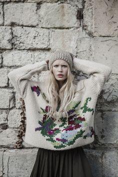 The Darker Horse: Floral Swiss Darning - beautiful knitting Knitwear Fashion, Knit Fashion, Look Fashion, Winter Fashion, Knitting Wool, Mode Inspiration, Fashion Inspiration, Pulls, Knit Crochet