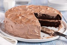 Chocolate Zucchini cake Kraft shredded zucchini in this super-moist double-chocolate cake made with cake mix and chocolate pudding. Beattys Chocolate Cake, Chocolate Desserts, Chocolate Pudding, Chocolate Frosting, Kraft Foods, Kraft Recipes, Mini Cakes, Cupcake Cakes, Cupcakes