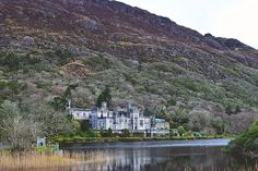 When travelling Ireland's West coast, it is impossible to miss Connemara.Take a day tour from Galway to explore some of the most iconic Irish landscapes