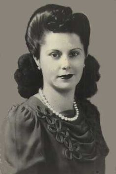 Love this, reminds me of a picture I have of my gramma from the 40's...they could be sisters