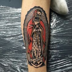 Best Old School Tattoo Ideas. We have a photo gallery featuring cool and meaningful tattoo ideas. And in case you are curious, discover the brief history of tattoo art, as well. Visit our Website for more coll tattoos and everything about tattoos. Funny Tattoos, Name Tattoos, Body Art Tattoos, Sleeve Tattoos, Holy Tattoos, Traditional Tattoo Old School, Traditional Tattoo Design, Traditional Tattoo Flash, Traditional Tattoo Sleeves