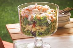 WATCH NOW: Julie shows us a great layered caesar, shrimp, and pasta salad using Kraft dressing. This gorgeous and delicious salad recipe is perfect for lunch or dinner! Kraft Foods, Kraft Recipes, New Recipes, Cooking Recipes, Favorite Recipes, Amazing Recipes, Summer Recipes, Pasta Salad Recipes, Healthy Salad Recipes
