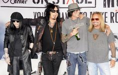 motley crue | Motley Crue Cuts Sydney Concert as Vince Neil Is Rushed to Hospital