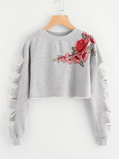 To find out about the Ladder Cut Raglan Sleeve Patch Crop Sweatshirt at SHEIN, part of our latest Sweatshirts ready to shop online today! Girls Fashion Clothes, Teen Fashion Outfits, Outfits For Teens, Girl Fashion, Crop Top Outfits, Crop Top Shirts, Crop Tops, Cute Comfy Outfits, Cool Outfits