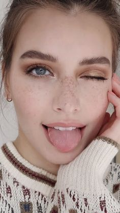 Cute Beauty, My Beauty, Beauty Women, Jessica Clement, Red Head Kids, Red Freckles, Hair Colour For Green Eyes, Belle Silhouette, Actrices Sexy