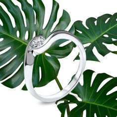 """Timeless and sophisticated with """"Un Petit Twist"""" 🌿 Slightly twisted body of 18K Fair Trade gold set with Linea Verde round brilliant of 0.25ct. Branches, Gold Set, Fair Trade, Diamond, Eggplant"""