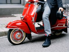 You cant beat this fashion Commuter Bike, Great Hairstyles, Trench, All About Time, Dress Shoes, Swimming, Footwear, Street Style, Mens Fashion