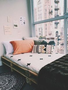 Cute dorm room ideas that you need to copy! These cool dorm room ideas are perfect for decorating your college dorm room. You will have the best dorm room on campus! Cute Dorm Rooms, College Dorm Rooms, Dream Rooms, Dream Bedroom, White Bedroom, Bedroom Inspo, Bedroom Decor, Decor Room, Bedroom Inspiration