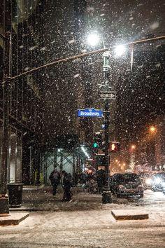 Night Aesthetic, City Aesthetic, Travel Aesthetic, New York Life, Nyc Life, City Vibe, Dream City, Concrete Jungle, Christmas Aesthetic