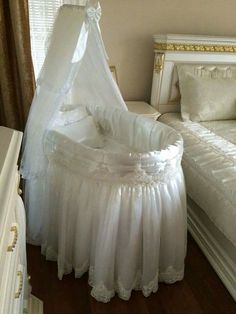 Baby Doll Bed, Doll Beds, Baby Bassinet, Baby Cribs, Dream Baby, Baby Love, Royal Baby Rooms, Baby Crib Designs, Moise