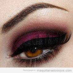 Maquillaje de ojos en tonos burdeos y negro