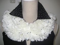 Ruffle Scarf Knitted White Cream Paillette by MinnieCreation, €20.74