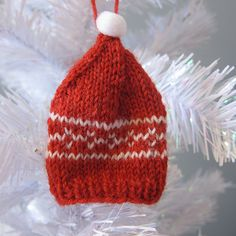 Free knit pattern Craft Challenge #46 - Tiny Toques