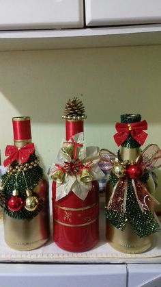 crafts ideas dollar stores Easy DIY Dollar Store Christmas Decorating Ideas for Living Room – Wine Bottle Crafts store wine glass crafts Christmas Wine Bottles, Dollar Store Christmas, Christmas Crafts, Snowman Crafts, Christmas Centerpieces, Christmas Decorations, Diy Girlande, Glass Bottle Crafts, Holiday Crafts