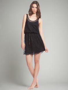 Vestido lencero de encaje negro. Ideal para estar perfecta la noche de fin de año. #womensecret #autumntrends