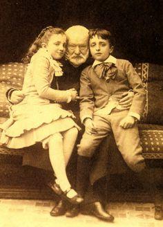 Victor Hugo avec ses petits enfants: Georges et Jeanne