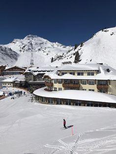 An einem der schönsten Plätze von Obertauern, umgeben von mehreren Pisten und Liften präsentiert sich das Hotel Das Seekarhaus
